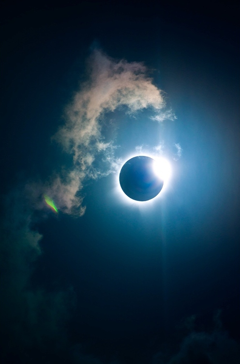 amazing-clouds-eclipse-moon-Favim.com-892804